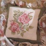 Вишівніе хрестиком на подушці