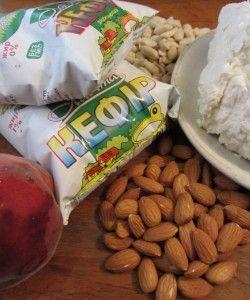 можна їсти перед сном сир, кефір, горіхи, арахіс, і трохи фруктів.
