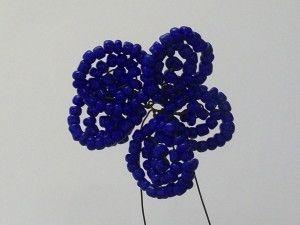 Плетемо пелюстки для фіалки з бісеру