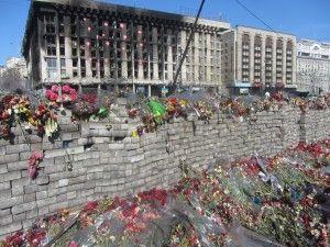 Квіти на честь загиблих за народну революцію
