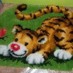 Готовий пухнастий килимок в дитячу