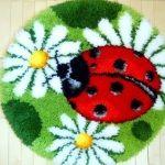 Готовий пухнастий килимок для дитячої кімнати