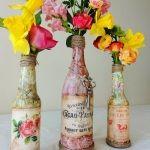 За декорована ваза у вінтажному стилі