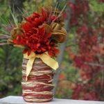 З допомогу старих ниток можна зробити таку ефектну вазу