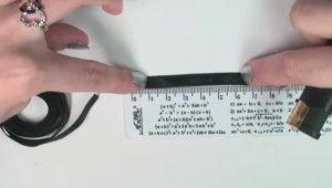 Відміряємо відрізок атласної стрічки для сережок з бісеру