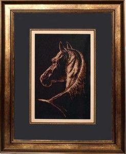 Кінь вишита монохромом