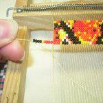 Плетемо пояс з бісеру на спеціальному верстаті
