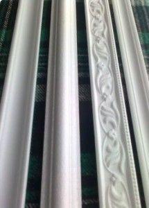 Як зробити рамку для вишивки з стельового плінтуса