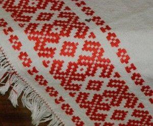 Скатертина, вишита карельської вишивкою