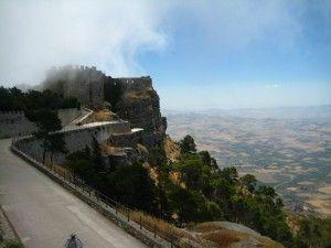 Замок в тумані, мрії про подорожі, подорож мрії.