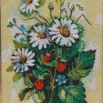 Картина з букетом польових квітів з бісеру та клею