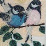 Картина з птахами з бісеру та клею