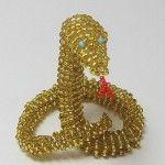 Золотиста змія з бісеру