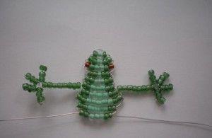 Плетемо саморобку у вигляді жаби з бісеру