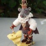 Виріб з бісеру у вигляді мишачого короля