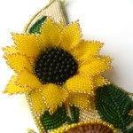 Фрагмент бісерного кольє з квіткою соняшника