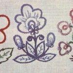 Вишиті по контуру стебельчатим швом квіти