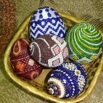 Різнобарвні пасхальні яйця з бісеру