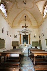 Католицький собор зсередини, батьківські суботи, коли поминають.