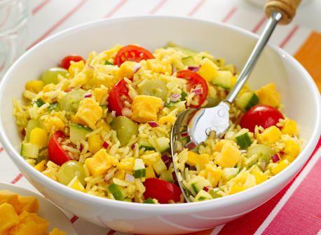 салат з рисом, помідорами чері і сиром