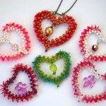 Різнобарвні валентинки з бісеру