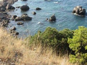 Кам'янистий пляж мис Сарич.