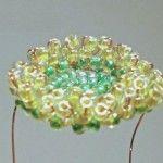 Плетемо серцевину квітки гербери з бісеру