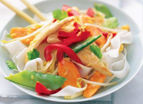 тайська курка з рисовою локшиною