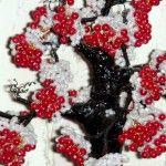 Грона зимової горобини з бісеру
