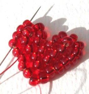 Майстер-клас з плетіння серця з бісеру