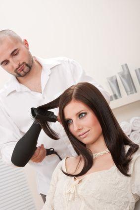 випрямлення волосся феном
