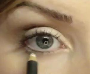 денний макіяж: підводка нижньої повіки білим олівцем