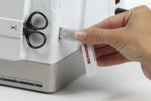 USB порт в швейно вишивальної машинці