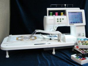 Швейно вишивальна машинка з клотсеттером