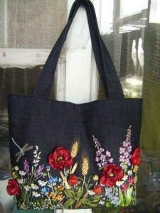 Чорна сумка вишита стрічками