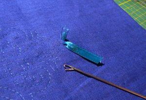 Практична голка для вишивки стрічками